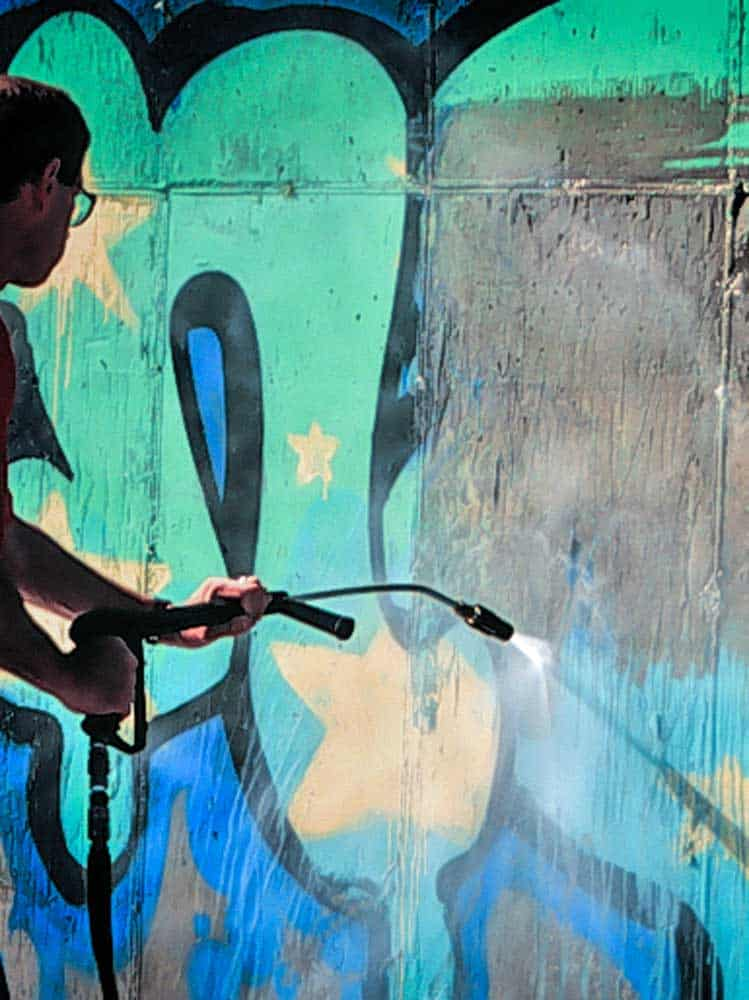 Graffiti-removal-from-Blok-Guard-and-Graffiti-Control-II-protected-concrete
