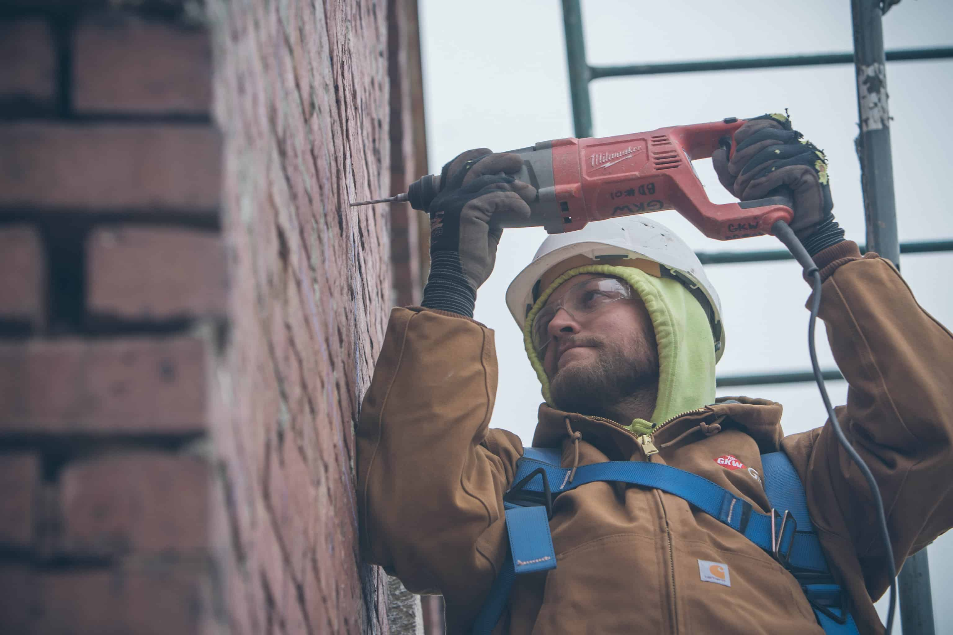 Around 2200 anchors were installed into the exterior facade's mortar joints by GKW Restoration crews.